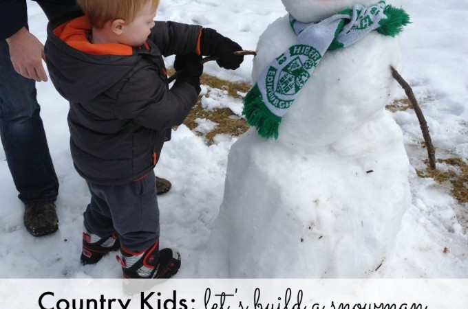 Country Kids: let's build a snowman