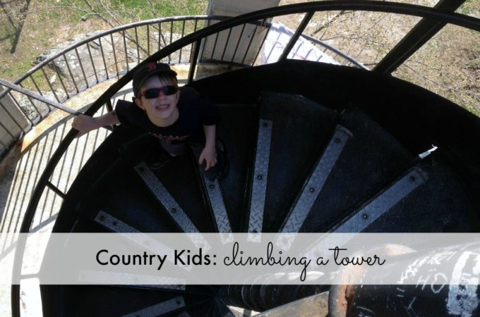Country Kids: climbing a tower