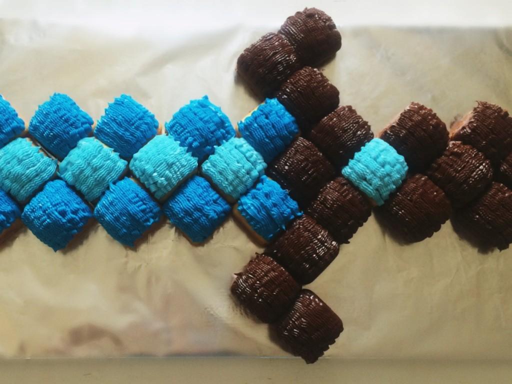 Minecraft Diamond Sword Cake Tutorial 8