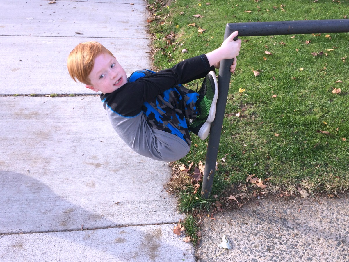 an-entertaining-walk-home-from-school-7