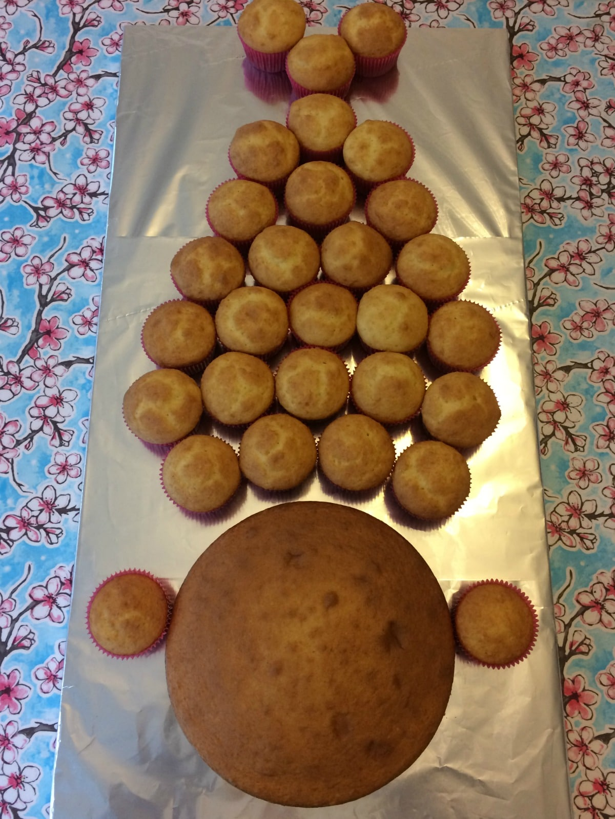 How to make a Princess Poppy cake with pull-apart cupcake hair ...